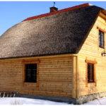 Дом из бруса с крышей из тростника