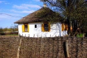 кубанская хата с крышей из соломы