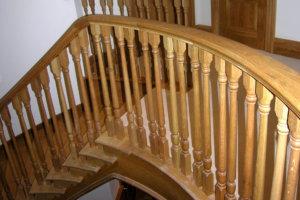 лестница деревянная - перила и балясины