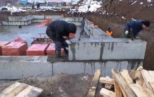 установка фундаментных блоков, ленточный фундамент