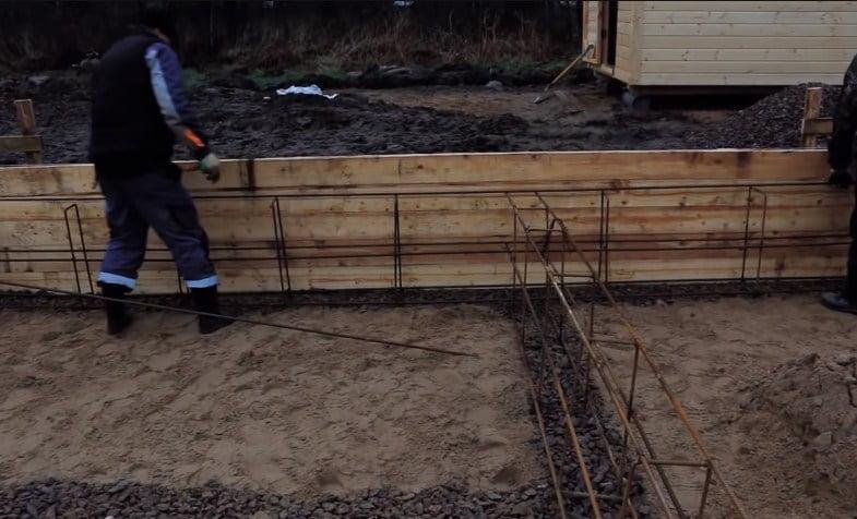 ленточный фундамент - опалубка, арматура