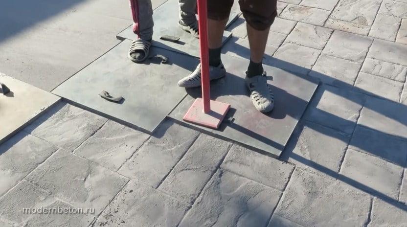 впечатывание рисунка в бетона