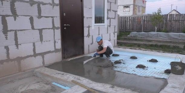заливка бетона, разравнивание