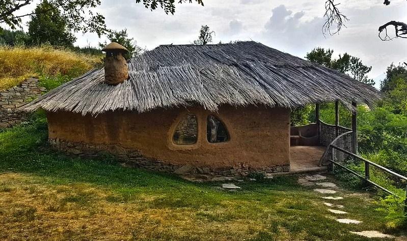 Строим дом из глины и соломы