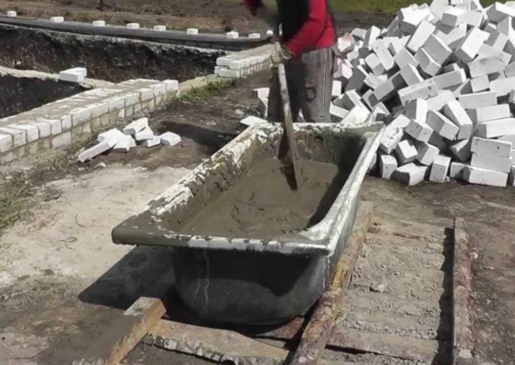замес бетона в ванне
